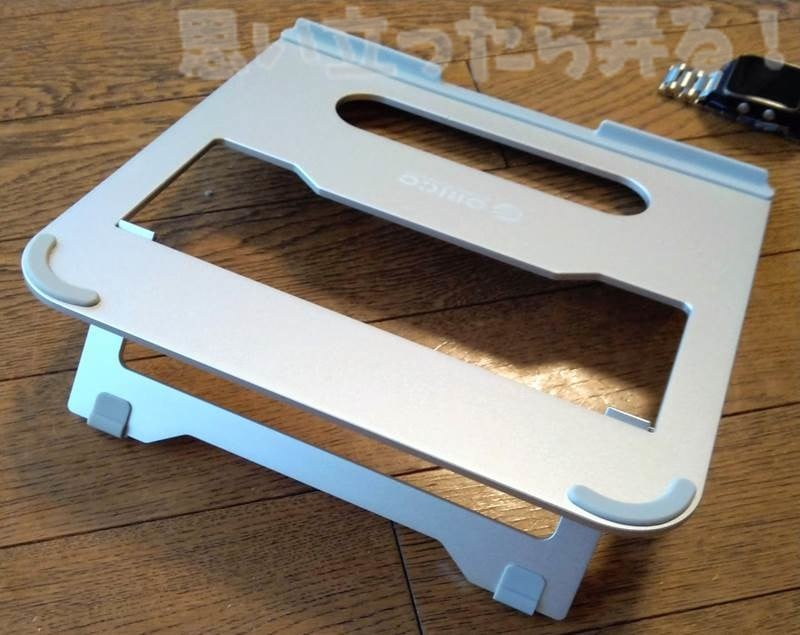 MacBookが触れる部分にはシリコン素材でしっかりとカバーされている