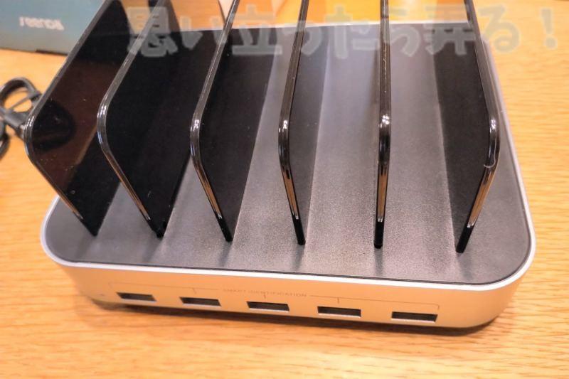5-Port USB チャージングステーションドックの組み立てが完了した