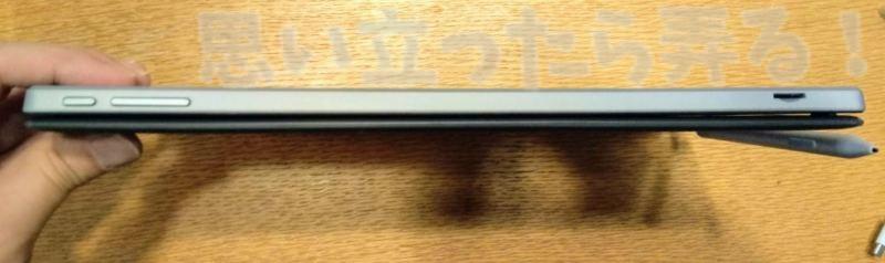 デバイスの上部にはボタン類が集中して配置されている
