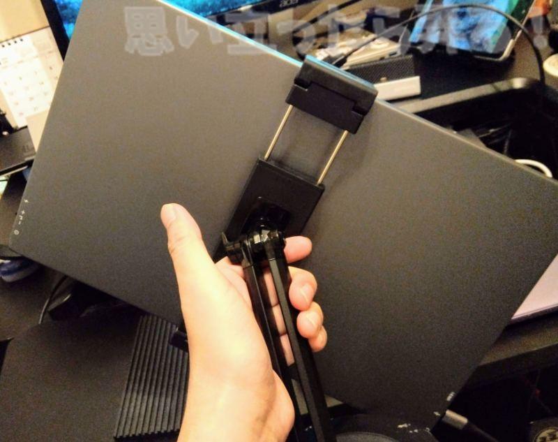 デバイスホールド部の背面で回転できるから縦でのスタンドも可能