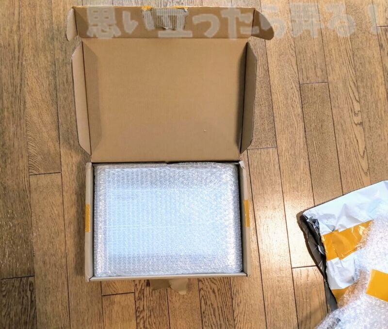 中華通販でポチった液晶パネルはかなり厳重な梱包で安全に到着