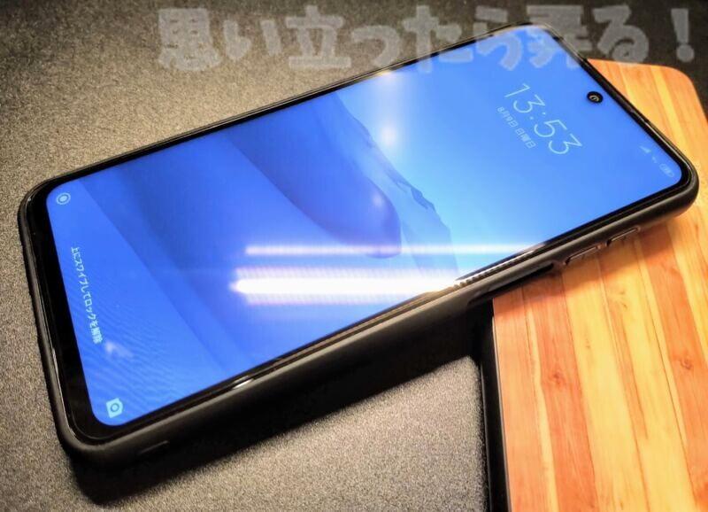 背面はガラスだけど側面はソフトなのでぴったりフィットするRedmi Note 9Sケース