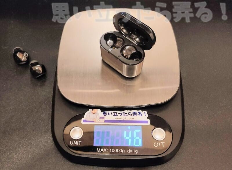 バッテリ内蔵の収納ケースの重量は46グラム