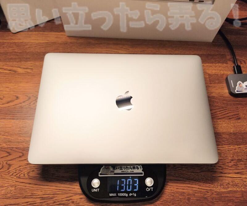 M1 MacBook Airの重量は1303グラム