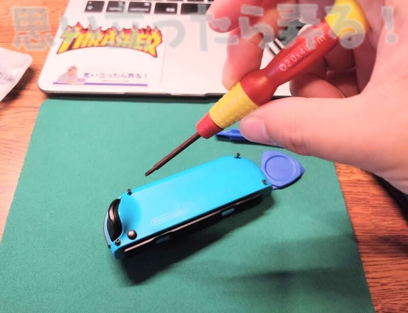 Nintendo Switchのジョイコンを特殊なドライバーで分解してみる